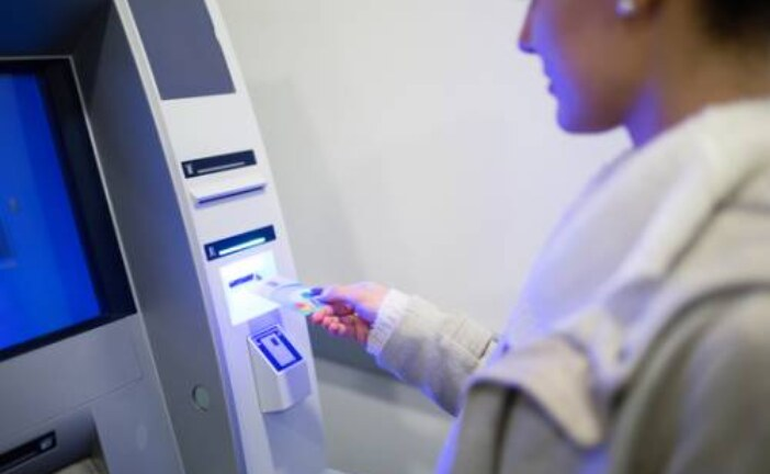 С Нового года в РФ будут действовать новые правила оплаты наличными