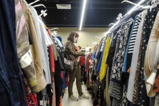 Магазинам одежды грозит банкротство: россиянам придется вновь отовариваться на рынках