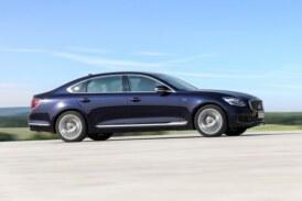 Kia готовит к премьере рестайлинговый седан K900: флагман снова попался шпионам