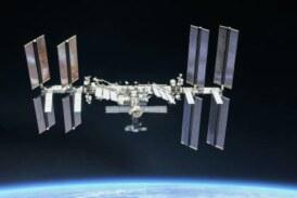 Российский космонавт развернул копию Знамени Победы на МКС