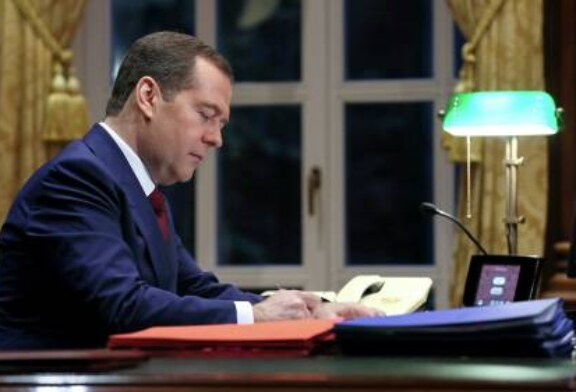 Медведев рассказал, что недавно обсуждал с Путиным ряд инициатив ЕР
