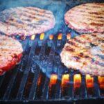 Стало известно, насколько различается состав мяса и его растительных заменителей