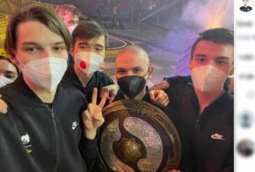 Члены команды Team Spirit раскрыли судьбу приза за Dota 2