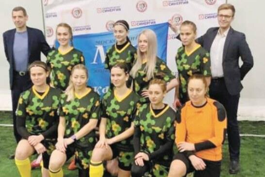 Женская футбольная команда «МК»  выиграла почетный трофей