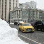 Московские власти попросили автомобилистов не мешать уборке снега
