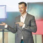 Антон Комолов стал ведущим телевикторины для иностранцев